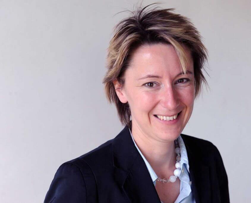Frau Dr. Jessica Hohenschon